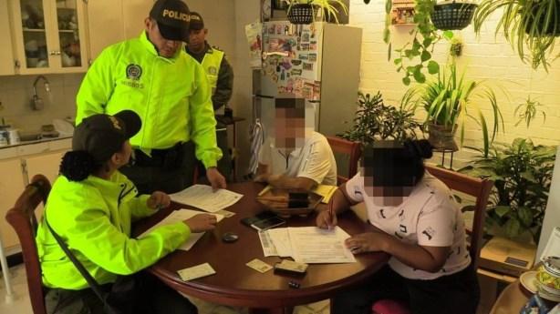 Cayeron expertos atracadores y haladores de carros con control maestro (6)