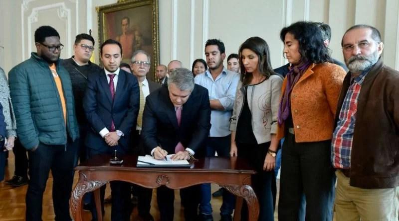 Lideres estudiantiles y profesores firmaron acuerdo con Ivan Duque para levantar paro