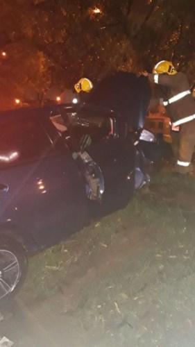 Aparatoso accidente esta madrugada por conductor borracho - Mujer quedó atrapada (3)
