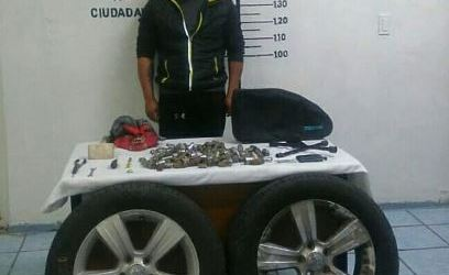 DETIENE POLICÍA DE SAN PEDRO A PRESUNTO LADRÓN DE AUTOPARTES
