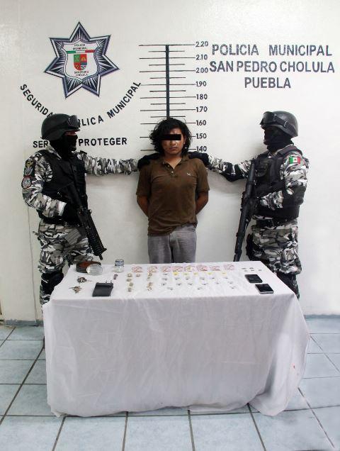 ASEGURA GRUPO ESPECIAL DE SAN PEDRO CHOLULA A PRESUNTO NARCOMENUDISTA
