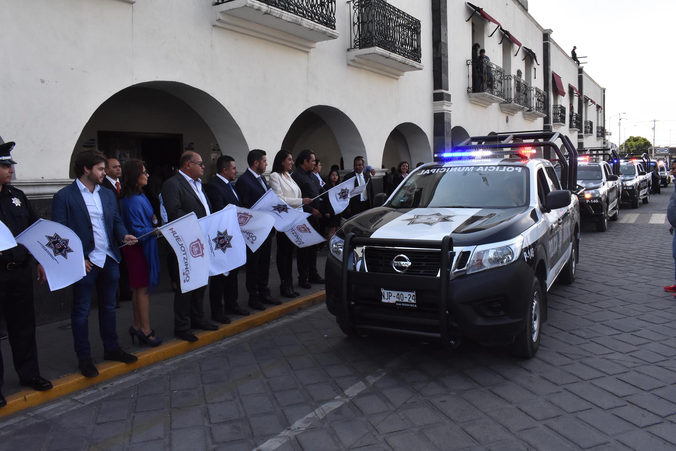 ANGÉLICA ALVARADO Y MANUEL ALONSO INSTALAN 25 COMITÉS CIUDADANOS Y ENTREGAN 10 NUEVAS PATRULLAS EN HUEJOTZINGO