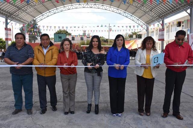 ENTREGA NORMA LAYÓN DOMO EN LA ESCUELA PRIMARIA MIGUEL HIDALGO DE SAN JUAN TUXCO
