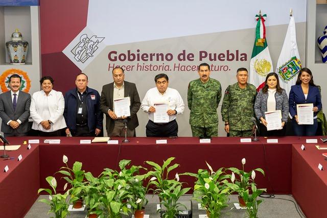 FIRMAN ACUERDO DE SEGURIDAD GOBIERNO DEL ESTADO Y AYUNTAMIENTOS