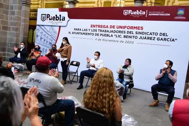 PERSONAL BASIFICADO Y SINDICALIZADO DEL AYUNTAMIENTO DE PUEBLA RECIBE UNIFORMES