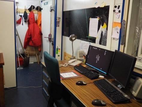 Bureau avec écran de monitoring