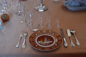 The porcelain table setting