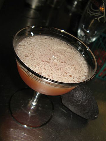 Call your birds and invite them to your nest to sip this classic cocktail in front of the fire.