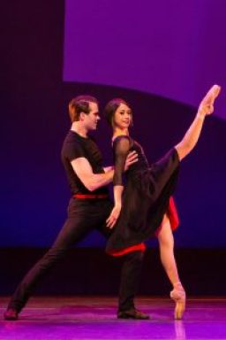 "Jerry and Lise perform a splendid dance in the ""An American in Paris"" scene."