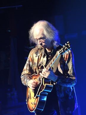 Steve Howe playing his Gibson ES-175 guitar in a 2013 concert at the Beacon Theater. photo: SolarScott and Wikipedia.
