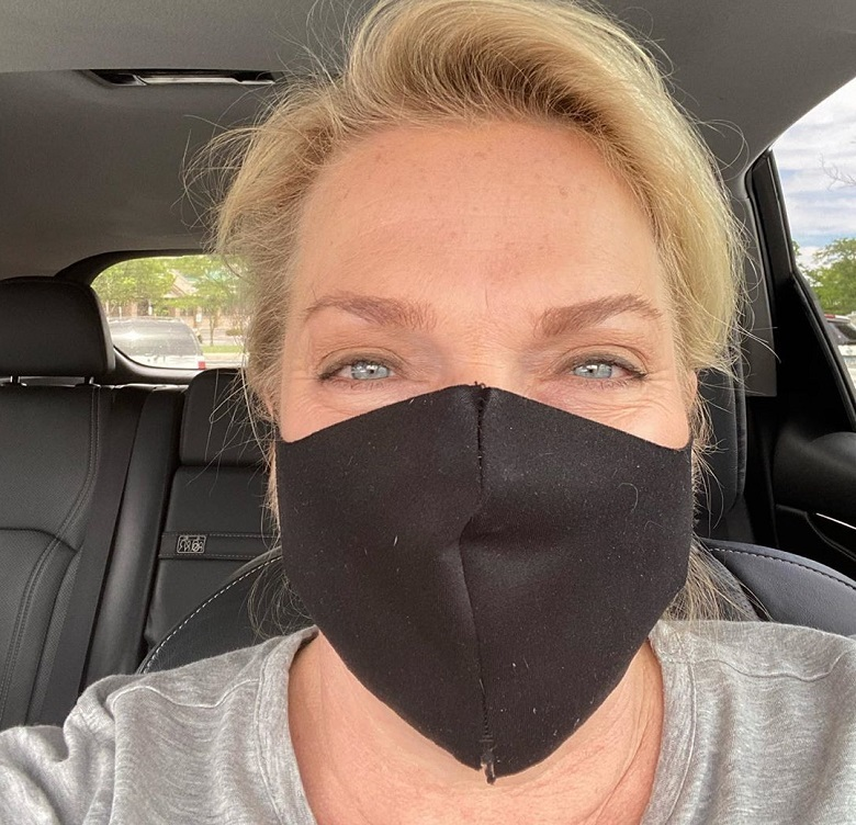 Sister Wives -Janelle Brown in Mask