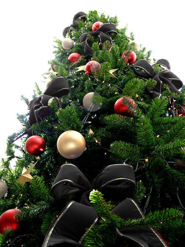 Black Bead Christmas Tree with Pearly White & Red Ornaments