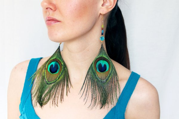 delicate peacock feather dangle earrings