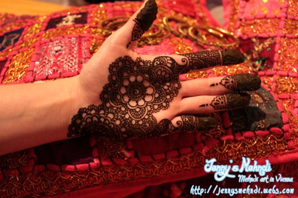 Latest Henna Design for hands