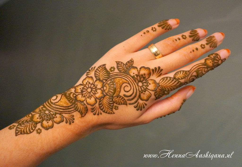 Mehndi Flower Image : Floral mehndi henna designs for girls hands entertainmentmesh