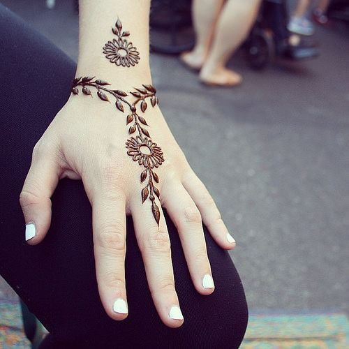 simple henna design for hands