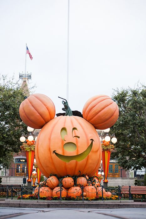 happy-disney-pumpkins