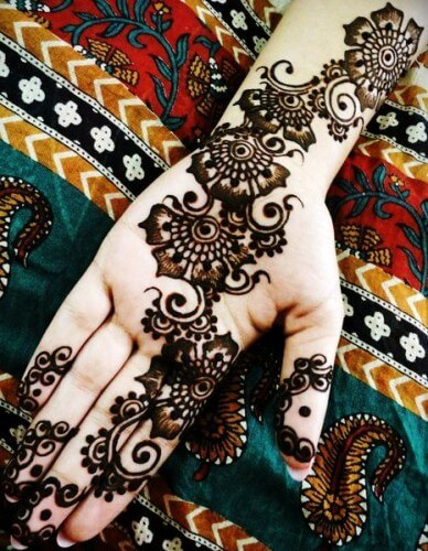 Thick Mehndi design