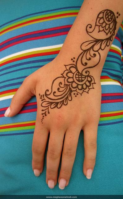 cute paisley hand mehndi design