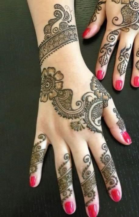 simple Pakistani-Indian back hand floral Mehndi Design