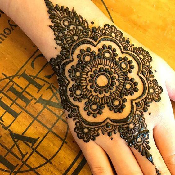 remarkable mehndi design pattern on back hand for eid