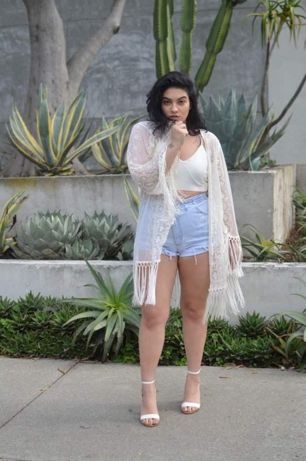 plus size women denim shorts outfit