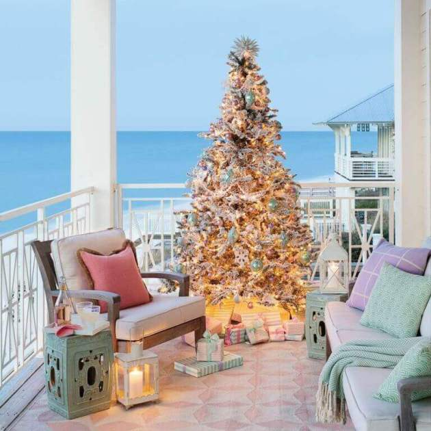 balcony decoration with christmas tree