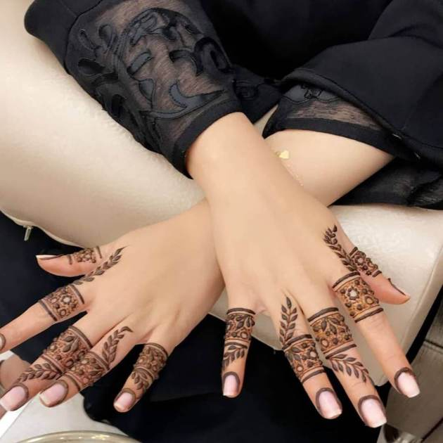 floral ring henna design on fingers