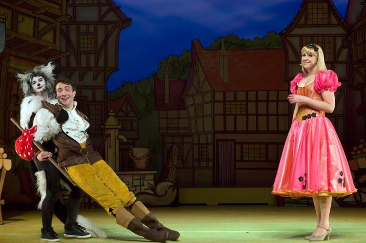 Emma Goodwin. Gareth Tempest and Elin Llwyd in Dick Whittington at Newport Riverfront Theatre.