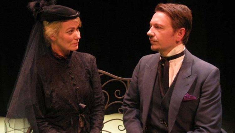 Actor's Terri Dwyer and Mark Homer gave a mesmerising performance in Rumpus Theatre Company's touring production of The Ghost's Touch