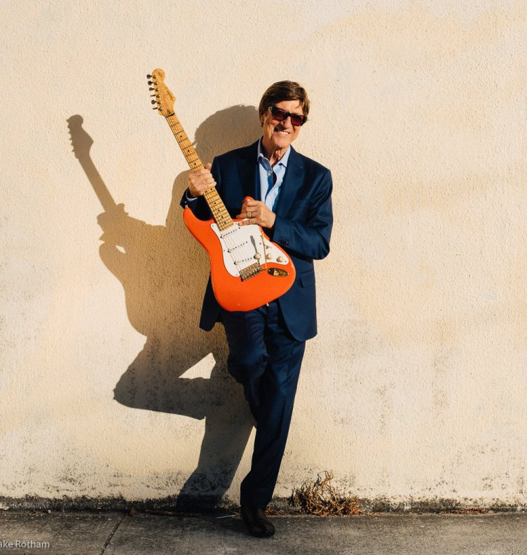 Hank Marvin will release Gold, a 3 CD Set via Crimson on June 28, 2019.