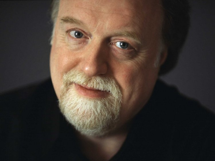 Peter Donohoe performs on the piano alongside Moscow Philharmonic Orchestra on Wednesday October 9.