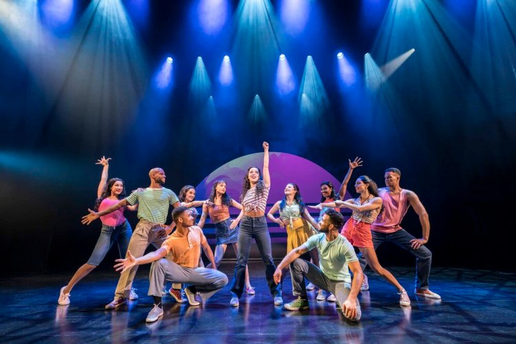 Philippa Stefani 'Gloria Estefan' and Company in  On Your Feet!  runs at Wales Millennium Centre from 21-26 October 2019. For ticket details visit www.wmc.org.uk Photo Johan Persson