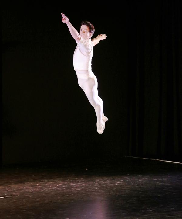 Arron Scott performing