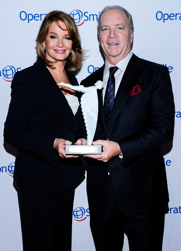 Actress Deidre Hall presenting award to Producer Ken Corday