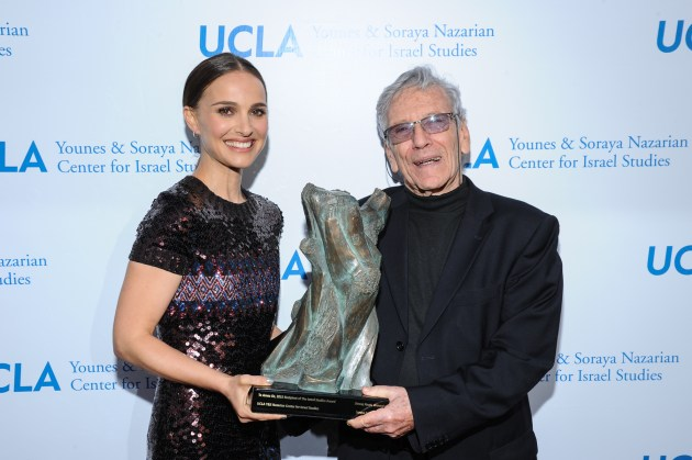 Natalie Portman presenting award to author Amos Oz (photo by VinceBucci)
