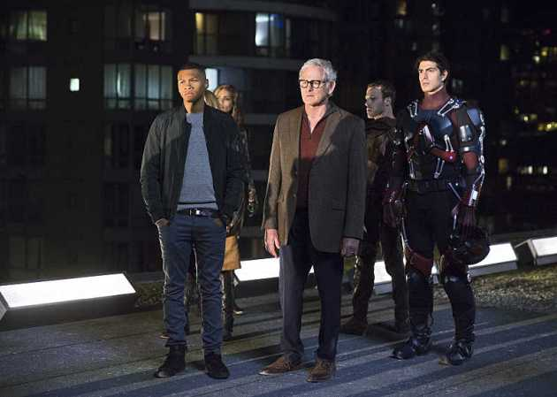 DC's Legends of Tomorrow, (l. to r.) Franz Drameh as Firestorm, Ciara Renee as Hawkgirl, Victor Garber as Prof. Stein, Falk Hantschel as Hawkman, and Brandon Routh as Atom. (photo:JeffWeddell/TheCW)