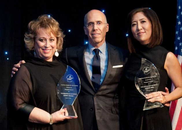 Jeffrey Katzenberg presented award to Lynne Segall & Janice Min (Photo Credit: Kyle Espeleta)