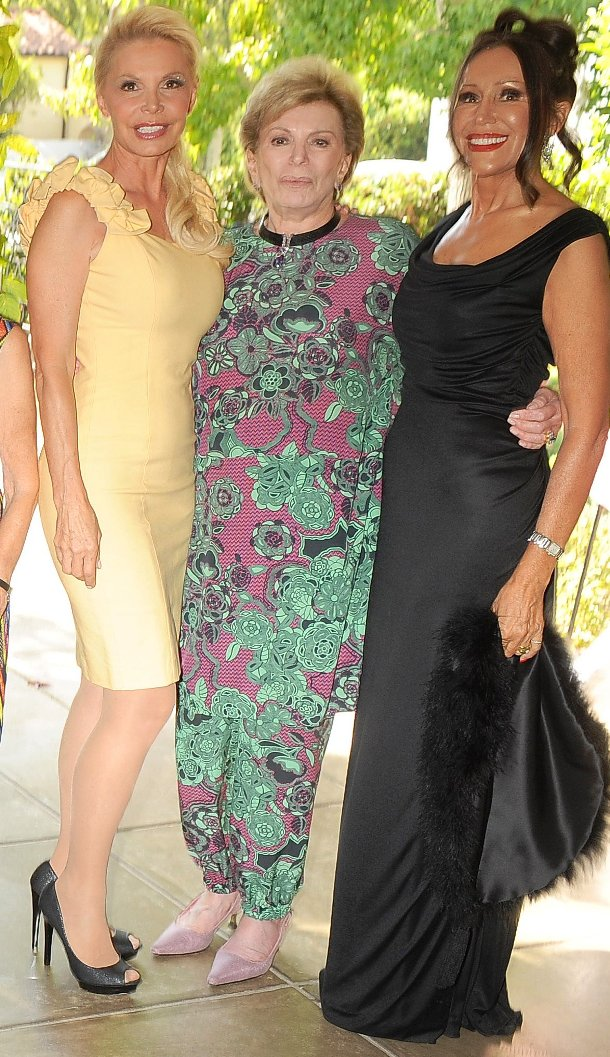 Model Members Mara New & Agnes Nichol surround BHWC President, Mimsy Nemiroff at Fashion Show