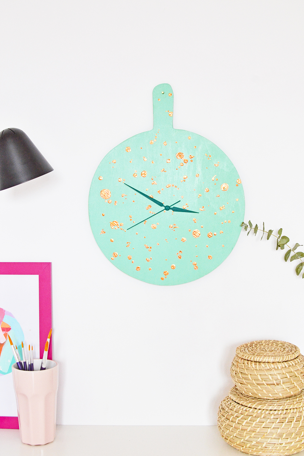 How to make a modern copper speckled clock almost inspired of Pantone's color of the year, 2017 by making a custom green shade yourself.