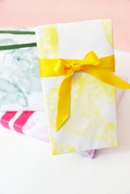 DIY Bubble art gift wrap