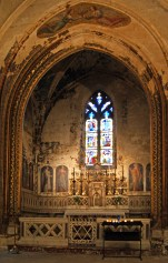 Most of the elaborate painted decoration of this side chapel of St Pierre in Avignon has deteriorated and flaked off the walls and surrounds