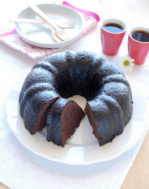 Bundt cake with Cocoa Glaze