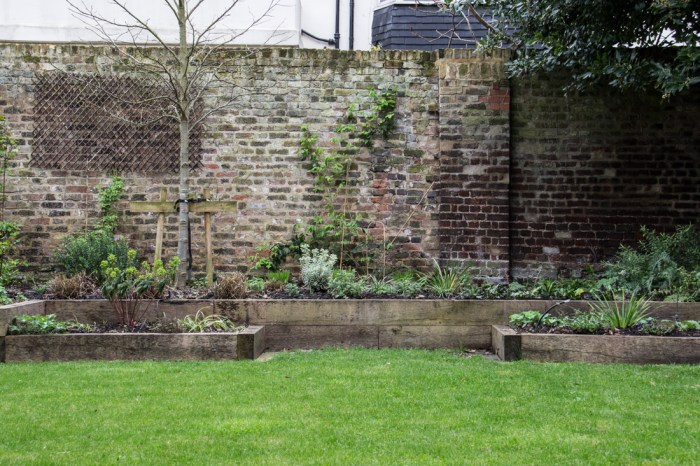 The brick wall bed