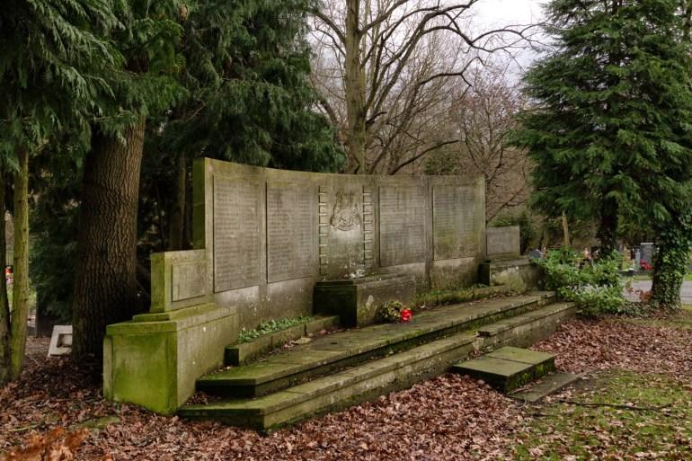 Grove Park cemetery memorial to civilian dead