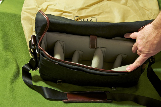 Ona Union Street Messenger Bag Review (3/6)