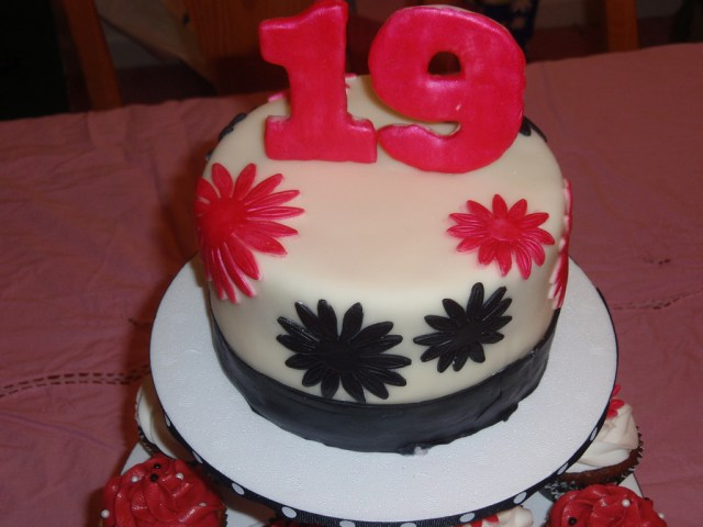 19 Birthday Cake 19th Birthday Cake Check Out More My Blog Kelsie D Flickr