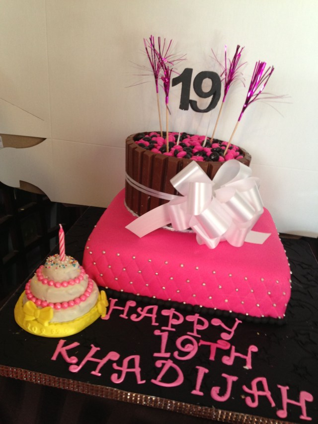 19 Birthday Cake Pretty 19th Birthday Cake All Put Together Looks Delicious Www