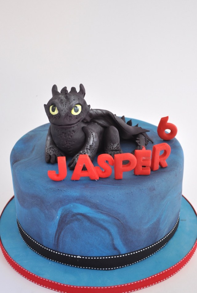 How To Train Your Dragon Birthday Cake Rozannes Cakes How To Train Your Dragon Cake