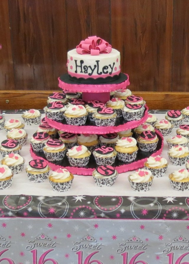 Sweet 16 Birthday Cake Ideas Sweet 16 Birthday Cake For My Niece She Did The Cupcake Decorations